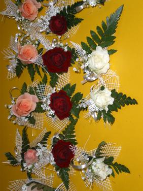 Flori de piept trandafiri mici - minirosa
