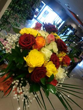 Buchet 18+1 trandafiri viu colorat