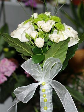 Buchet mireasa trandafiri albi mari si mici si santini
