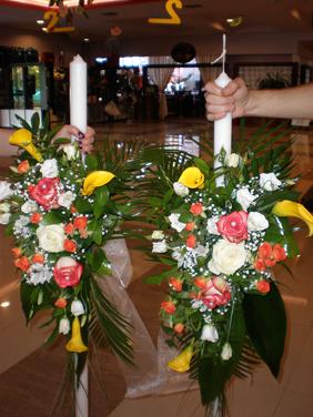 Lumanari de nunta cu cale galbene, trandafiri si minirose protocalii