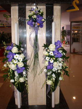 Lumanari de nunta cu orhidee vanda, dendrobium si trandafiri albi