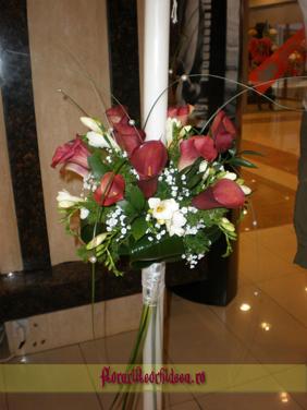 Lumanari de nunta din cale rosii si frezii albe