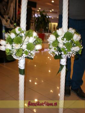 Lumanari de nunta din lalele albe si dianthus verde