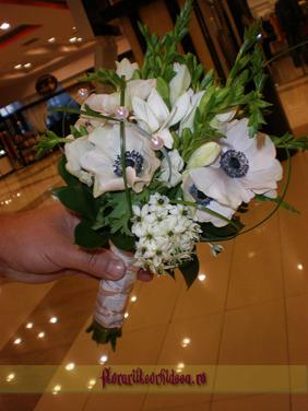 Buchet de mireasa cu anemone albe, ornithogalum si frezii albe