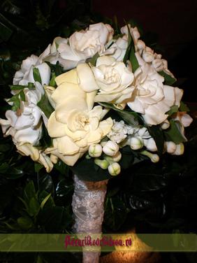 Buchet de mireasa din gardenia albe si bouvardia