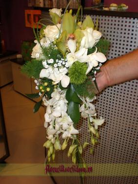 Buchet de mireasa din orhidee phalaenopsis, trandafiri albi si dendrobium alb