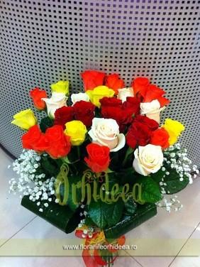 Buchet trandafiri rosii, alb-crem, galbeni, portocalii