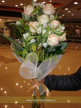 Buchet trandafiri crem si lisianthus alb