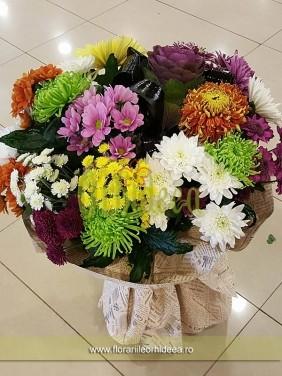 Buchet crizanteme invelite in ziar