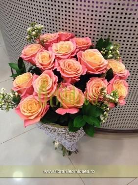 Buchet cu 15 trandafiri Miss Piggy