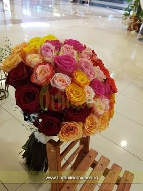 Buchet de trandafiri asortati