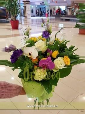 Buchet flori mixt: orhidee, trandafir, lisianthus