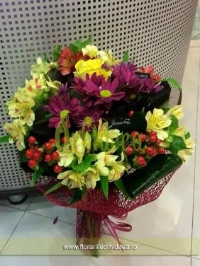 Buchet lisianthus, crizanteme, trandafir, hypericum