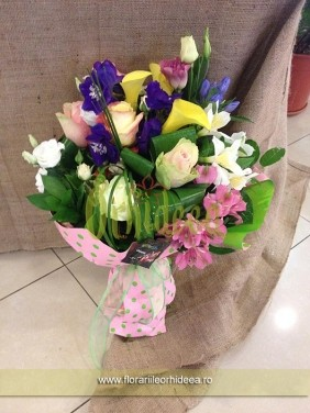 Buchet mixt: cale galbene, lisianthus, trandafiri, alstroemeria