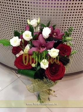 Buchet mixt: orhidee, trandafiri, lisianthus