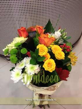 Buchet mixt: trandafirasi, trandafiri, crizanteme, lisianthus