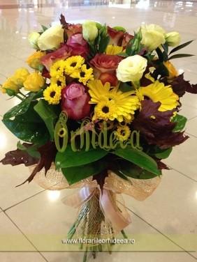 Buchet mixt: trandafiri, trandafirasi, crizanmteme, lisianthus, gerbera