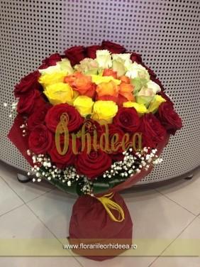 Buchet rotund de trandafiri