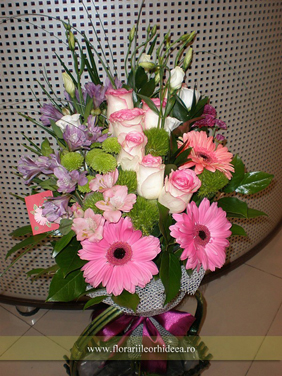 Buchet trandafiri roz, gerbera roz, alstroemeria lila