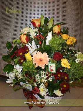 Cos cu flori - crin, trandafiri, miniroze