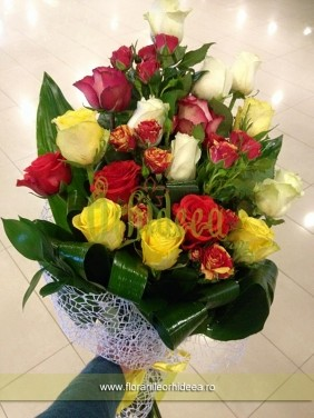 Mixt multicolor trandafiri si trandafirasi