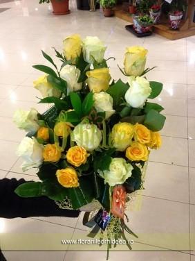 Mixt trandafiri si trandafirasi alb-galben