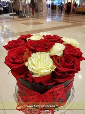 Cutie cu trandafiri Martisor
