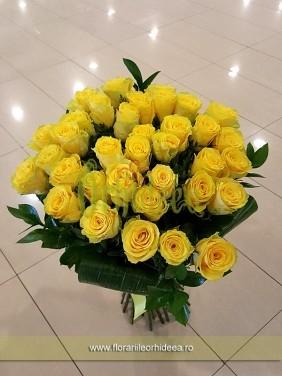 Trandafiri galbeni, buchet rotund